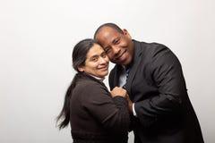 Gelukkig Gemengd Raspaar die samen stellen royalty-vrije stock foto