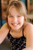 Gelukkig glimlachend meisje stock foto