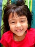 Gelukkig glimlachend meisje in rood Stock Foto's