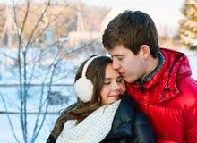 Gelukkig glimlachend paar in liefde Stock Afbeelding