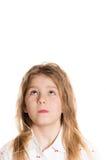 Gelukkig grappig meisje die omhoog op copyspace kijken Stock Foto's
