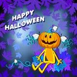 Gelukkig Halloween met een pompoenmeisje in de bladeren op een blauwe achtergrond Royalty-vrije Stock Foto's