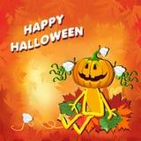 Gelukkig Halloween met een pompoenmeisje in de bladeren op een oranje achtergrond Stock Fotografie