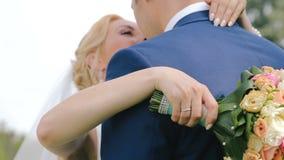 Gelukkig Huwelijkspaar in Liefde Sluit omhoog stock footage