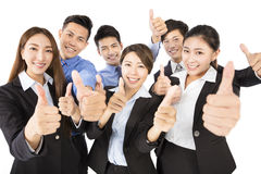 Gelukkig Jong Commercieel team met duimen op gebaar stock afbeelding
