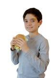 Gelukkig jong geitje die een hamburger eten Royalty-vrije Stock Foto's