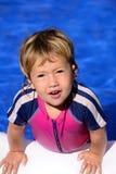 Gelukkig jong geitje in het zwembad Royalty-vrije Stock Afbeeldingen