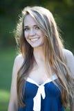 Gelukkig jong meisje in openlucht Royalty-vrije Stock Foto's
