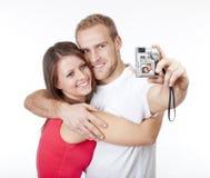 Gelukkig jong paar die beelden nemen Stock Foto's