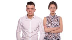 Gelukkig jong paar die zich op witte achtergrond verenigen Stock Afbeelding