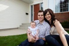 Gelukkig Jong Paar met Dochter Stock Afbeeldingen