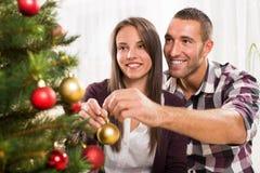 Gelukkig Kerstmispaar Stock Afbeelding