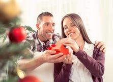 Gelukkig Kerstmispaar Royalty-vrije Stock Foto