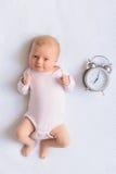 Gelukkig-kijkend baby het stellen voor camera royalty-vrije stock foto