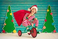 Gelukkig kind op Kerstmisvooravond Royalty-vrije Stock Afbeeldingen