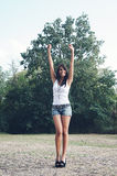 Gelukkig meisje bij het park. Stock Foto