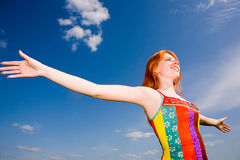 Gelukkig meisje dat van zon geniet Royalty-vrije Stock Fotografie