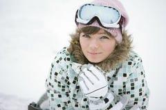Gelukkig meisje in de winter stock foto