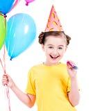 Gelukkig meisje die kleurrijke ballons houden Royalty-vrije Stock Afbeelding