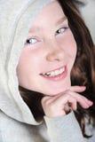 Gelukkig meisje in hoodie stock fotografie