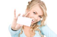 Gelukkig meisje met adreskaartje Stock Foto