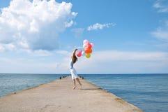 Gelukkig meisje met ballons stock afbeeldingen