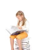 Gelukkig meisje met boeken stock afbeelding