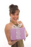 Gelukkig meisje met gift Stock Foto's