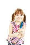 Gelukkig meisje met kleurpotloden stock foto's