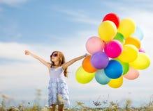 Gelukkig meisje met kleurrijke ballons Royalty-vrije Stock Afbeelding
