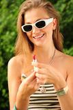 Gelukkig meisje met lippenstift Stock Foto's