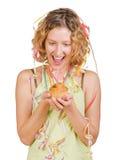 Gelukkig meisje met verjaardagscake en kaars Stock Fotografie