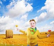 Gelukkig meisje op een gebied Stock Fotografie