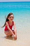 Gelukkig meisje op eiland stock afbeelding