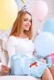 Gelukkig meisje op laag het vieren Royalty-vrije Stock Foto's