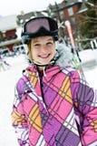 Gelukkig meisje in skihelm bij de wintertoevlucht royalty-vrije stock afbeelding