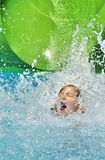 Gelukkig meisje in water. Stock Foto's