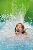 Gelukkig meisje in water. Stock Afbeelding