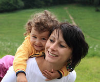 Gelukkig moedermamma en kind Stock Afbeelding