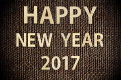 Gelukkig nieuw jaar 2017 gemaakt van hout op donkere zak Stock Foto