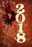 2018 Gelukkig Nieuwjaar achtergrondvieringskaart het fonkelen decoratierood Royalty-vrije Stock Foto