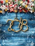 2018 Gelukkig Nieuwjaar en Vrolijk Kerstmiskader met Sneeuw en rea Stock Afbeelding