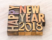 Gelukkig Nieuwjaar 2018 in houten type stock fotografie
