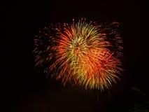 Gelukkig Nieuwjaar 2019 Kleurrijk vuurwerk in de stad Stock Fotografie