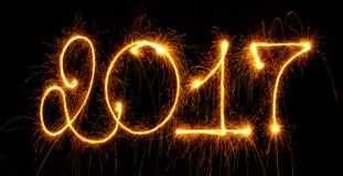 Gelukkig Nieuwjaar - 2017 met sterretjes op zwarte Royalty-vrije Stock Foto