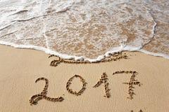 Gelukkig Nieuwjaar 2017 op het strand Stock Foto's