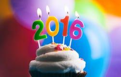 Gelukkig Nieuwjaar 2016 Verjaardagskaarsen op Cake Stock Fotografie