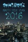 2016 gelukkig Nieuwjaarvuurwerk die over cityscape van Tokyo vieren Royalty-vrije Stock Fotografie