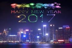 2017 gelukkig Nieuwjaarvuurwerk die over Hong Kong-stad vieren Stock Afbeelding