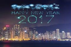 2017 gelukkig Nieuwjaarvuurwerk die over Hong Kong-stad vieren Stock Afbeeldingen